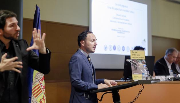 El ministre Xavier Espot durant la jornada de celebració del Dia internacional de la sordceguesa