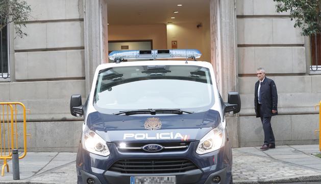 Un furgó policial traslladant Oriol Junqueras des de l'Audiència Nacional, en una imatge d'arxiu.