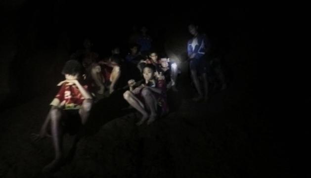 Imatges dels 12 nens atrapats a la cova.