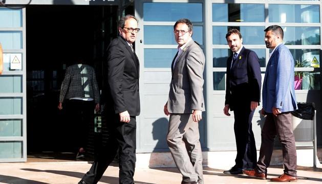 El president català, Quim Torra, i el director general de Presons, Amand Calderó, ahir a Lledoners.