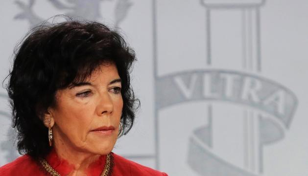 La portaveu del govern espanyol, Isabel Celaá, ahir en roda de premsa.