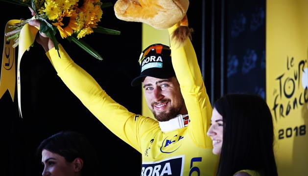 Peter Sagan, al podi d'ahir amb el mallot groc.