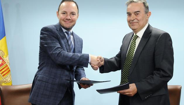 Xavier Espot i Amadeu Rocamora han signat aquest matí el conveni de cessió