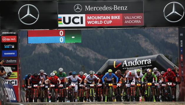 Sortida de la cursa masculina de 'cross-country short track' de la Copa del Món d'enguany.