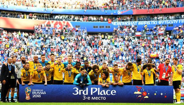 Els jugadors de la selecció belga celebrant el primer gol del partit d'ahir.