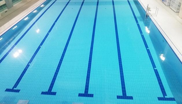 La piscina del centre esportiu torna a obrir.