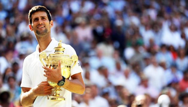 Novak Djokovic amb el trofeu.