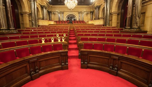 El parlament va quedar ahir buit en no celebrar-se el ple.