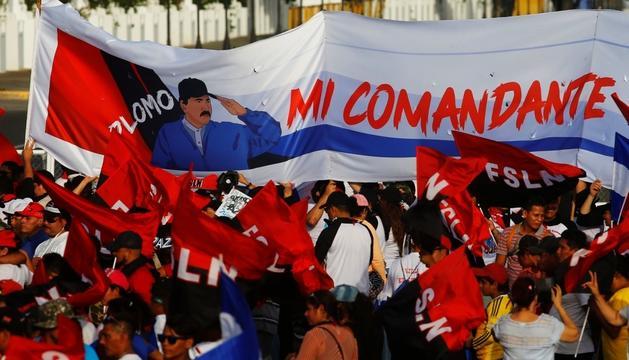 Simpatitzants d'Ortega celebrant l'aniversari de la revolució Sandinista.