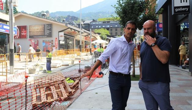 El cònsol menor, Marc Calvet, i el conseller d'urbanisme, Josep Ramon Tudel.