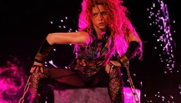 La cantant, en un dels concerts de la gira El Dorado Tour.