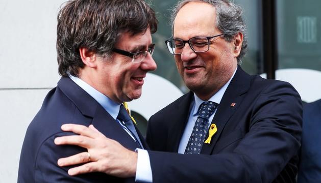 Carles Puigdemont i Quim Torra abans de la roda de premsa de l'expresident a Bèlgica.