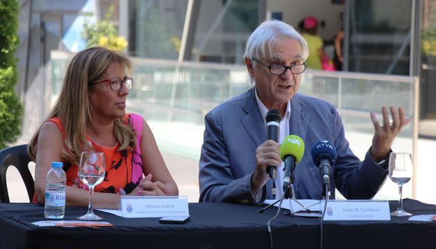 La consellera de Promoció Turística i Comercial, Mònica Codina, i l'assessor cultural del comú d'Andorra la Vella, Josep M. Escribano