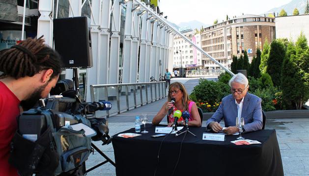 Mònica Codina i Josep Maria Escribano presentant el cicle.