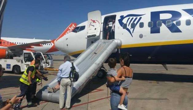 Incendi a un avió al Prat