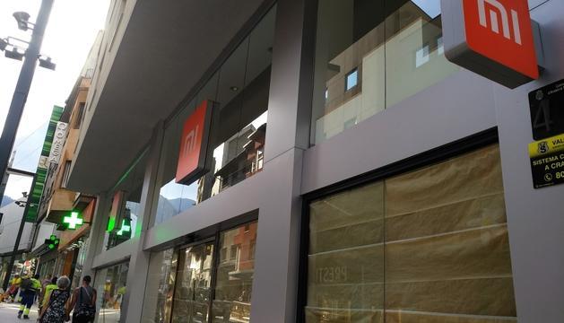 El fabricant de mòbils Xiaomi obre botiga