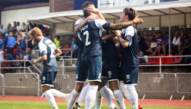 La celebració del gol del Vall Banc FC Santa Coloma en el partit d'anada.