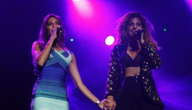 Ana Guerra i Miriam, exconcursants d''OT', ahir al concert de festa major de la capital.