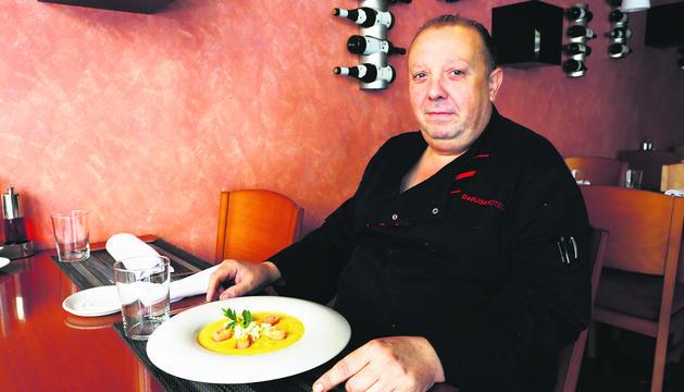 El xef del restaurant Tapadera, Hotel Delfos, Serafin Garcia