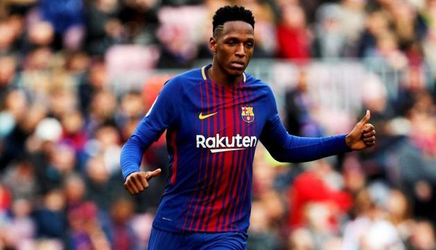Yerry Mina en un duel del curs passat amb el Barça.