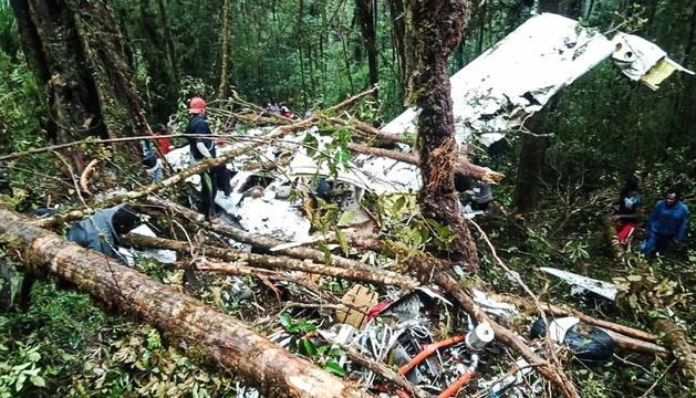 Les restes de l'avió a Indonèsia.