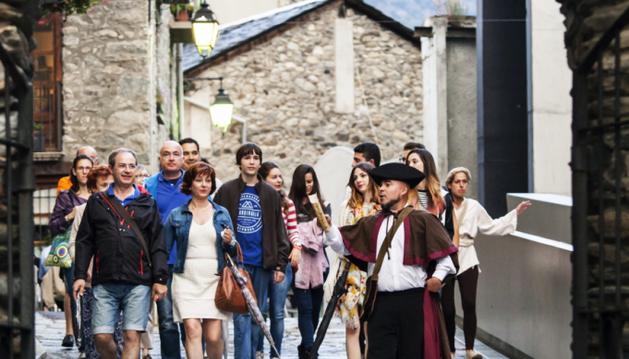Classe d'història als carrers d'Andorra