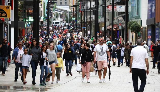 Els vianants han pogut gaudir d'un passeig sense cotxes durant el mes d'agost.