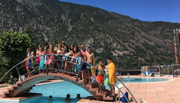 El joves de Canillo van visitar la piscina dels Serradells