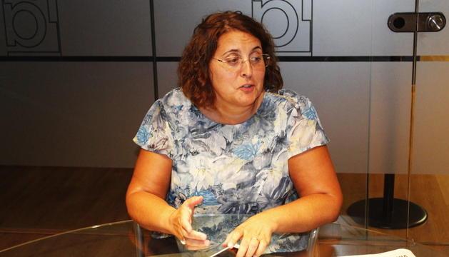 Pilar Tomàs, durant l'entrevista a la seu del Diari.