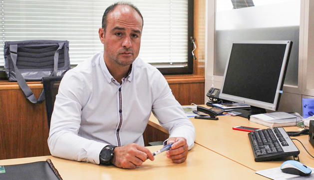 Miquel Rossell durant l'entrevista al seu despatx.