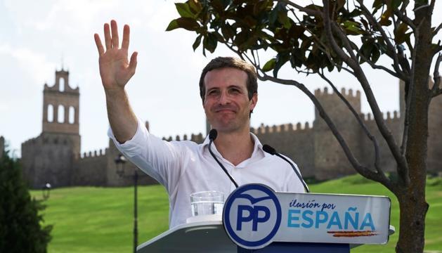 Pablo Casado durant el discurs davant de la muralla d'Àvila.