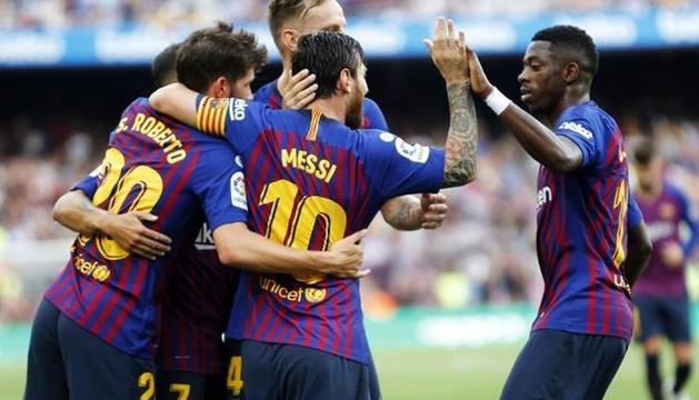 Els jugadors del Barça celebrant un dels gols, ahir.