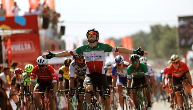 Elia Viviani celebrant el triomf.