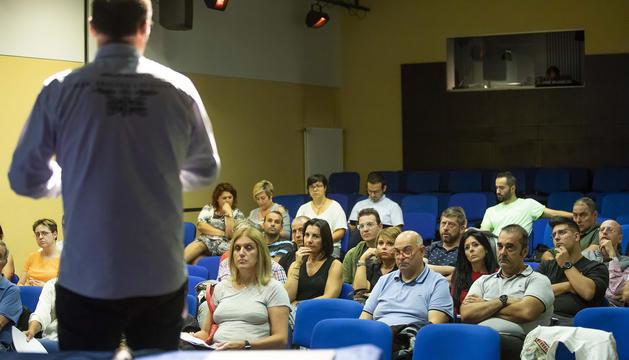 Assistents a la presentació de les bases de la nova convocatòria