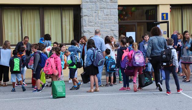 Nens preparats per entrar de nou a les aules