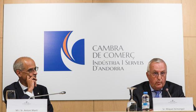 Toni Martí i Miquel Armengol, durant la presentació de l'informe de la Cambra, avui