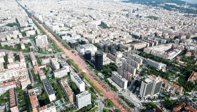 Una imatge aèria de la manifestació d'ahir amb motiu de la Diada, a l'avinguda Diagonal.