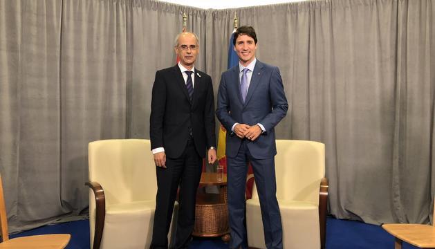 Trobada entre Toni Martí i Justin Trudeau, durant la Cimera de la Francofonia
