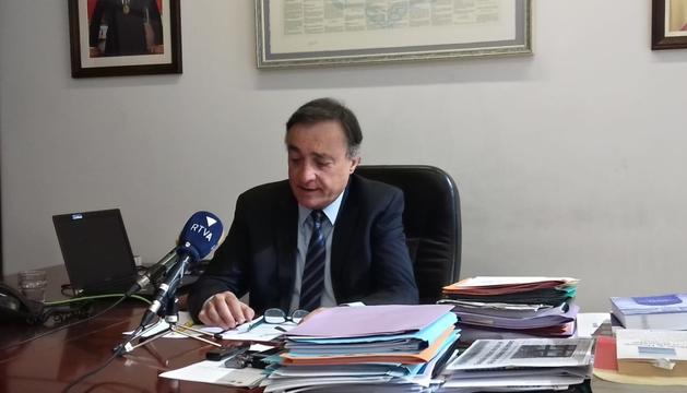 El Raonador del Ciutadà, Marc Vila, durant la roda de premsa d'ahir al seu despatx.