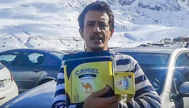 Simón Pérez en una captura del seu vídeo sobre l'entrada a Andorra per França.