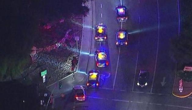 Cotxes de policia a la zona on es va produir el tiroteig.