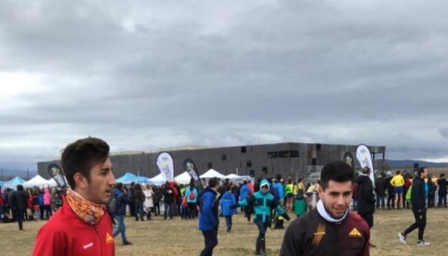 Carabaña, a la dreta, durant l'entrenament previ a la cursa.