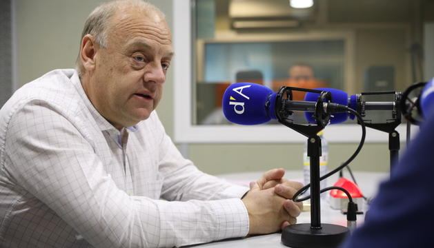 Josep Mandicó als estudis de la ràdio del Diari.
