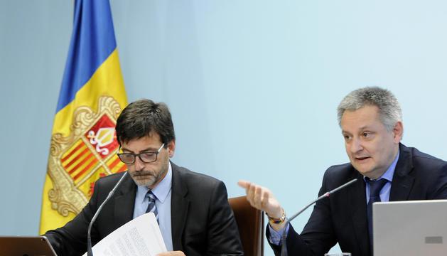 Els ministres Gilbert Saboya i Jordi Cinca durant la roda de premsa posterior al Consell de ministres, avui