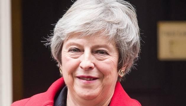 May s'aferra a l'acord del Brexit enmig de crítiques i dimissions