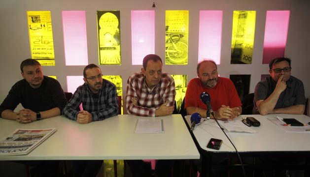Alguns dels representants principals de la plataforma sindical, durant una roda de premsa.