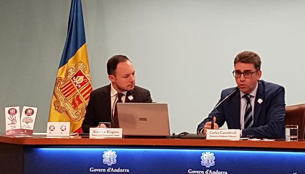 El ministre d'Afers Socials i Justícia, Xavier Espot, i el portaveu d'Andorra Telecom Carles Casadevall