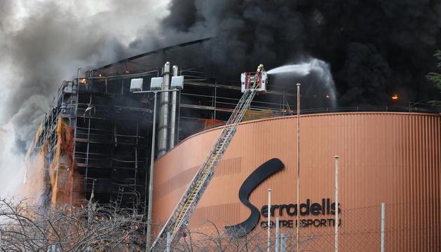 Fins el lloc dels fets s'hi han desplaçat diverses dotacions de bombers