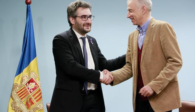 El ministre d'Educació, Eric Jover, i el president d'Ski Andorra, Joan Viladomat