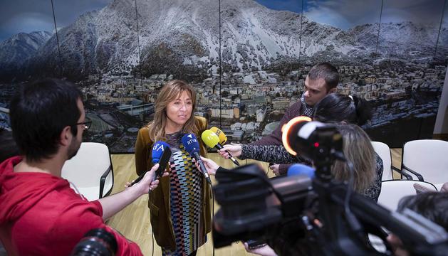 Declaracions de la cònsol major, Conxita Marsol, per informar de la situació 24 hores després de l'incendi a l'edifici dels Serradell